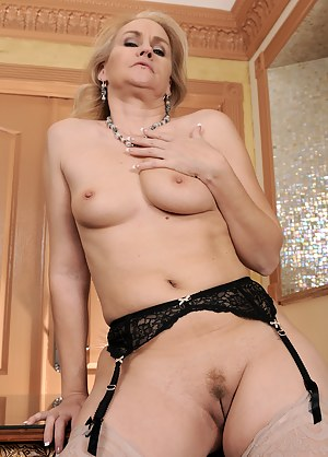 Free Tight MILF Pussy Porn Pictures