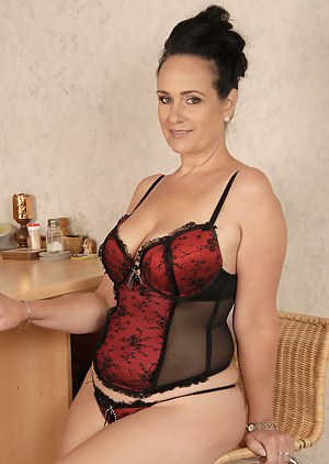 Free MILF Corset Porn Pictures