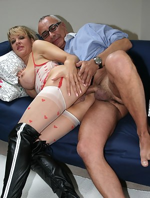 Free MILF Anal Porn Pictures