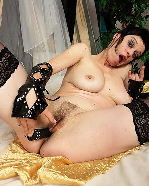 Free Emo MILF Porn Pictures