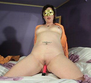 Free MILF Blindfold Porn Pictures